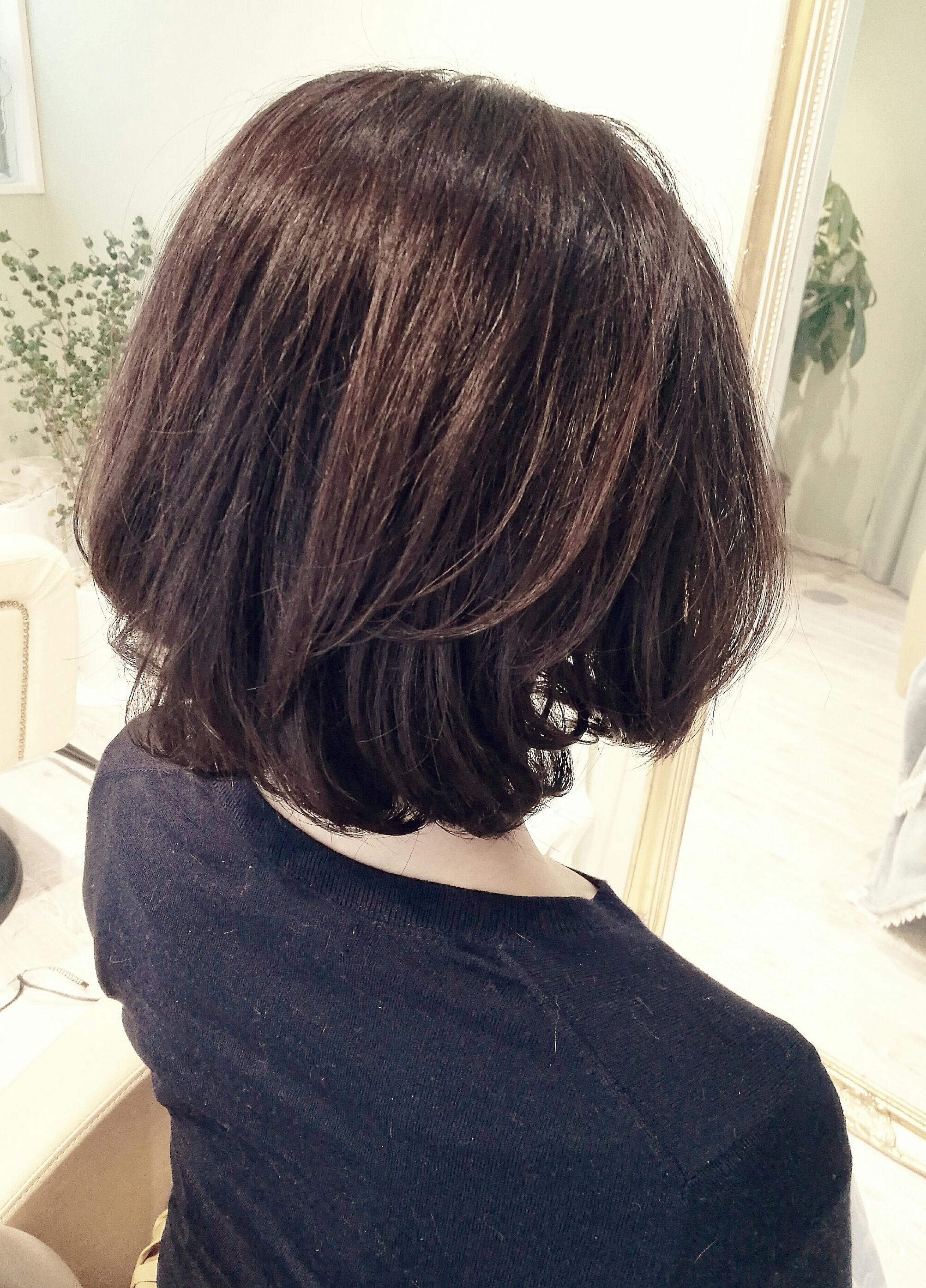 リラクシーボブと品のある髪色で、美人度アップ